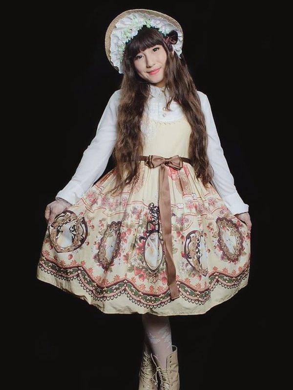 Hitomi izumi's 「Lolita」themed photo (2017/11/16)