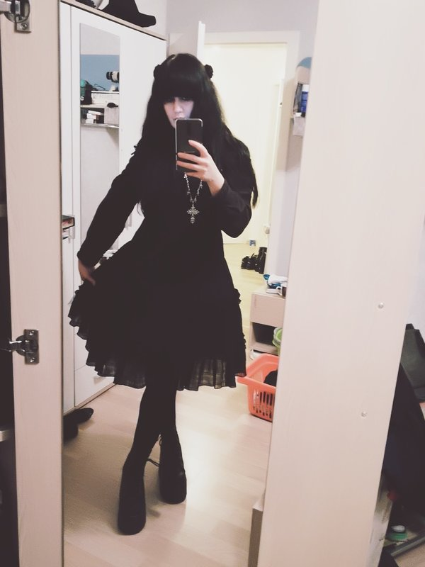 Perenelle Pitout's 「Gothic Lolita」themed photo (2017/11/19)