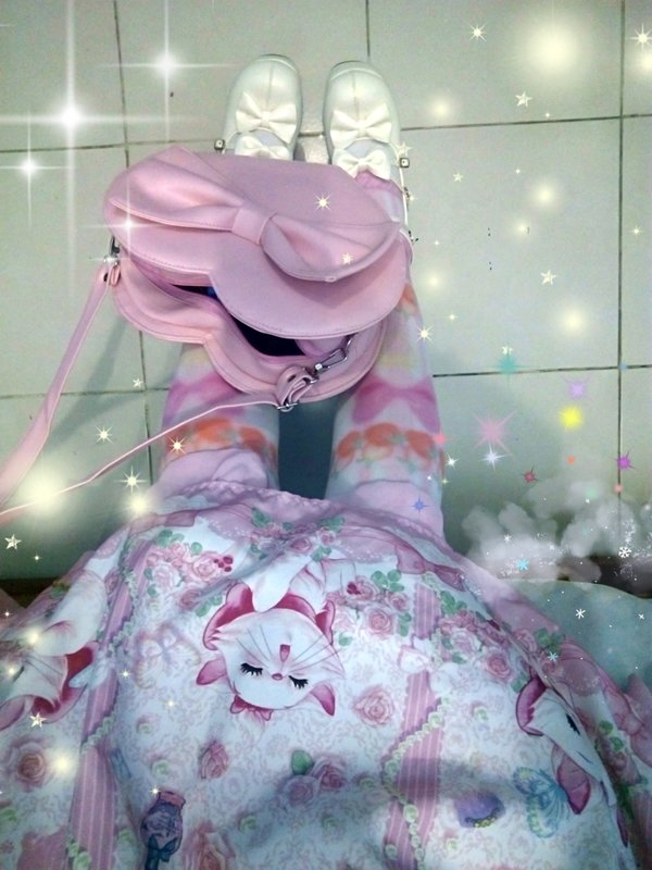 Hitomi izumi's 「Angelic pretty」themed photo (2017/12/27)
