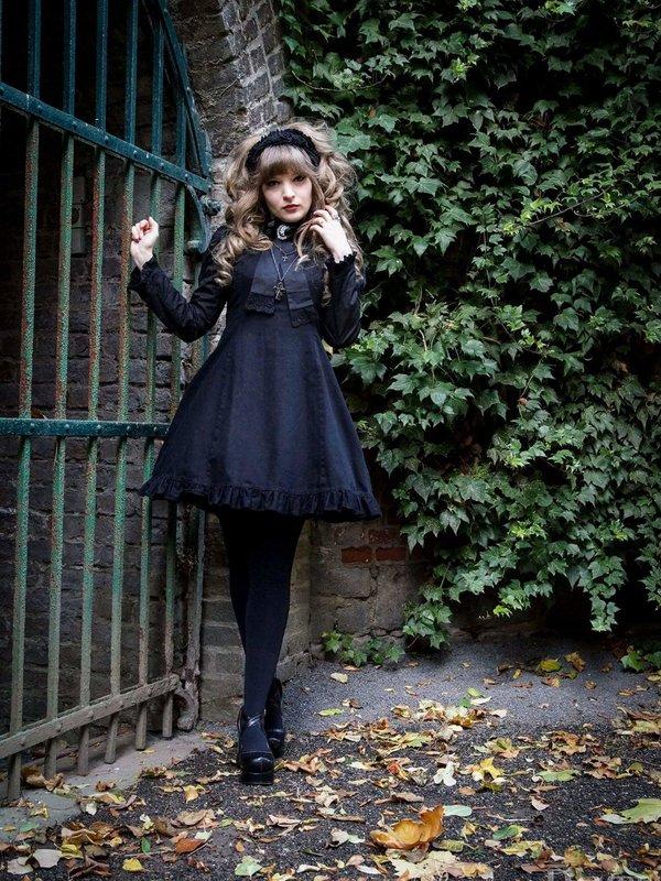 Nyankoshi's 「Gothic Lolita」themed photo (2017/12/31)