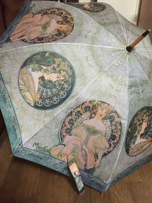 風魔の杏里の「綺麗な雨傘」をテーマにしたファッションです。(2016/09/30)
