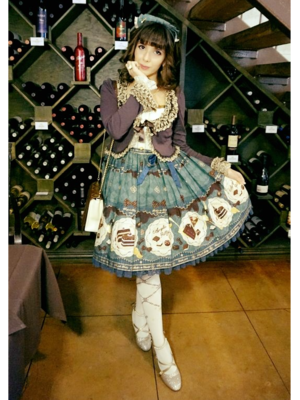 Eugenia Salinas's 「Angelic pretty」themed photo (2018/02/12)