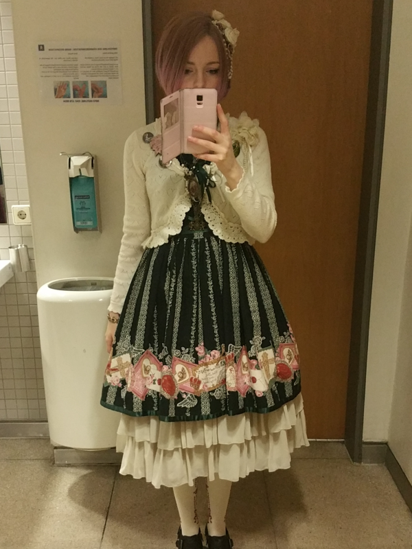 Kia Rose's 「Lolita fashion」themed photo (2018/03/25)