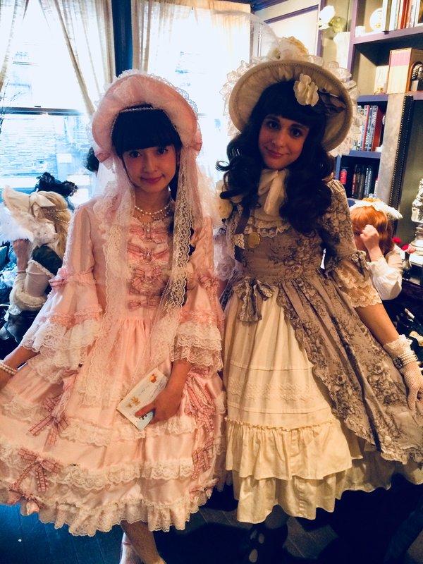 Kristen Okashi's 「Classic Lolita」themed photo (2018/03/25)