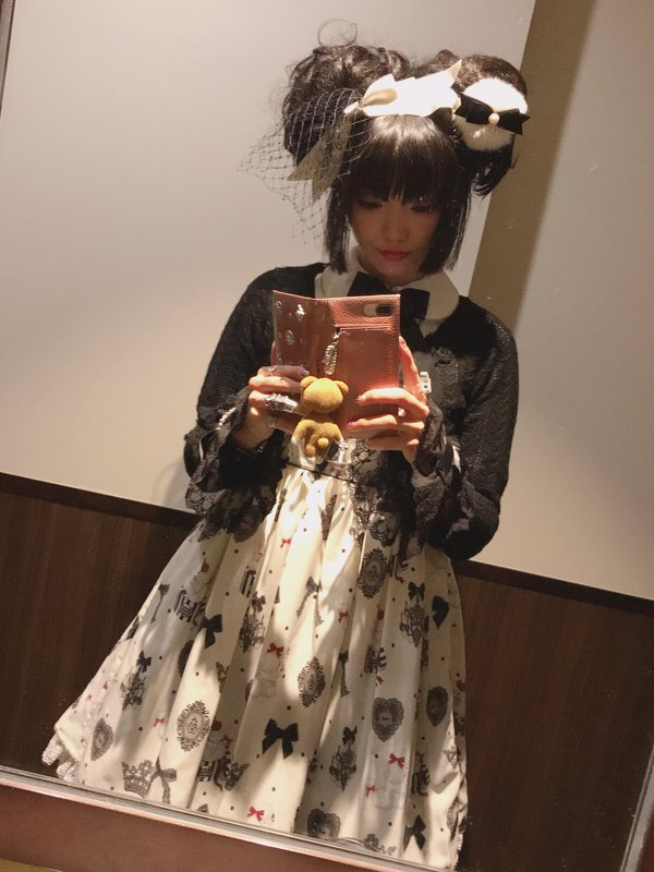 yuka's 「Lolita fashion」themed photo (2018/04/01)