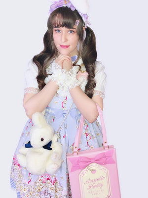 Kay DeAngelis's 「Lolita」themed photo (2018/04/02)