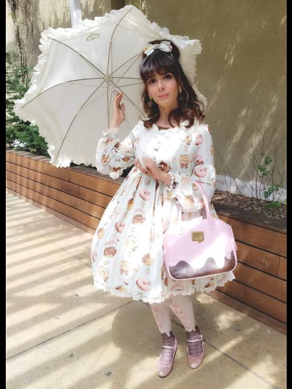 是Eugenia Salinas以「Lolita fashion」为主题投稿的照片(2018/04/02)