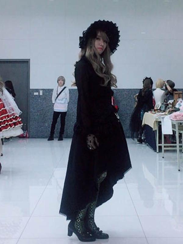 SINA's 「Gothic Lolita」themed photo (2018/04/25)