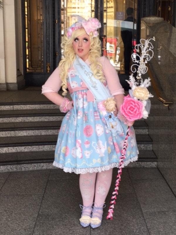 Lulu's 「Lolita」themed photo (2018/06/26)