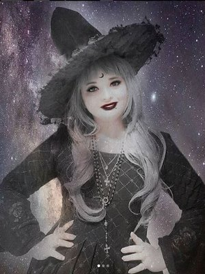 Regina Ramos's 「Gothic」themed photo (2018/06/26)