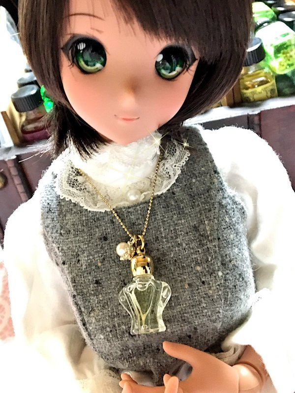 Lucia's 「doll」themed photo (2017/03/03)