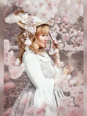 Alexandra Dorothea's 「Lolita」themed photo (2018/07/30)