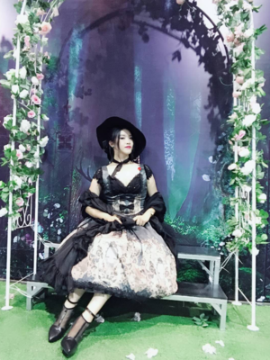 沙夏A's 「Gothic Lolita」themed photo (2018/08/05)