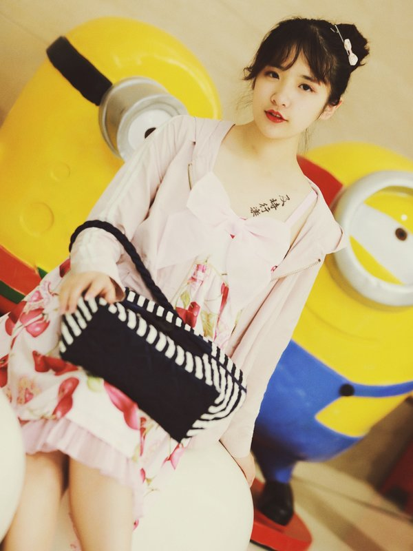 ERHE 's 「Lolita」themed photo (2018/08/27)
