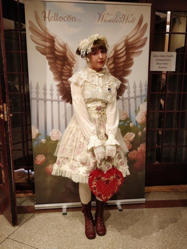 Anna Salo's 「Lolita」themed photo (2018/09/15)