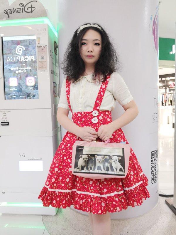 Qiqi's 「JSK」themed photo (2018/09/23)