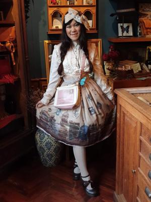 Tanya E's 「Lolita」themed photo (2018/09/30)