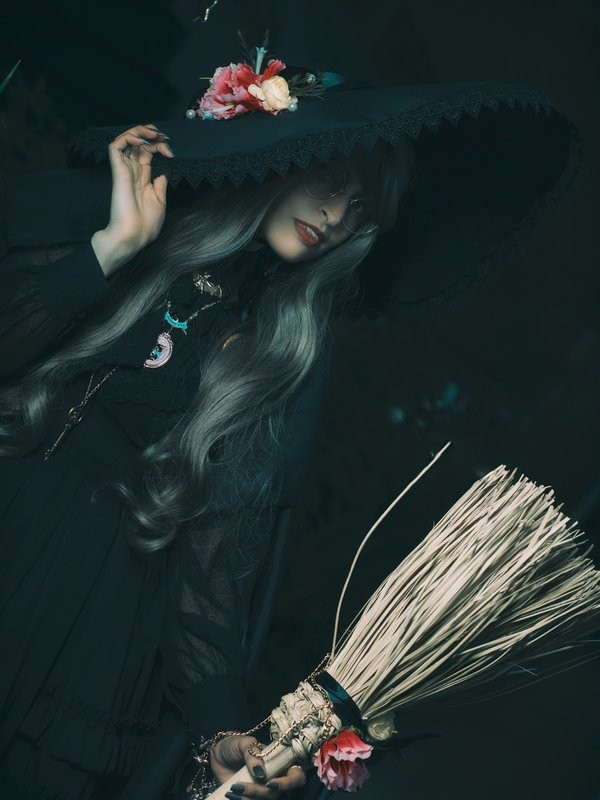 Eleanor Loire's 「Lolita」themed photo (2018/10/20)