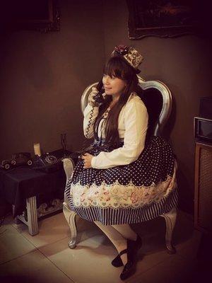 L chan's 「Lolita」themed photo (2018/11/12)