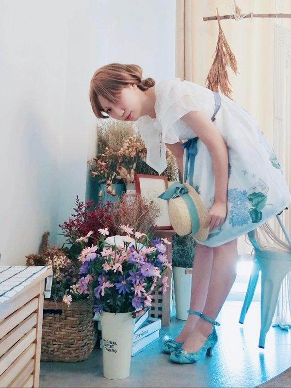 拜食's 「Lolita」themed photo (2018/12/01)