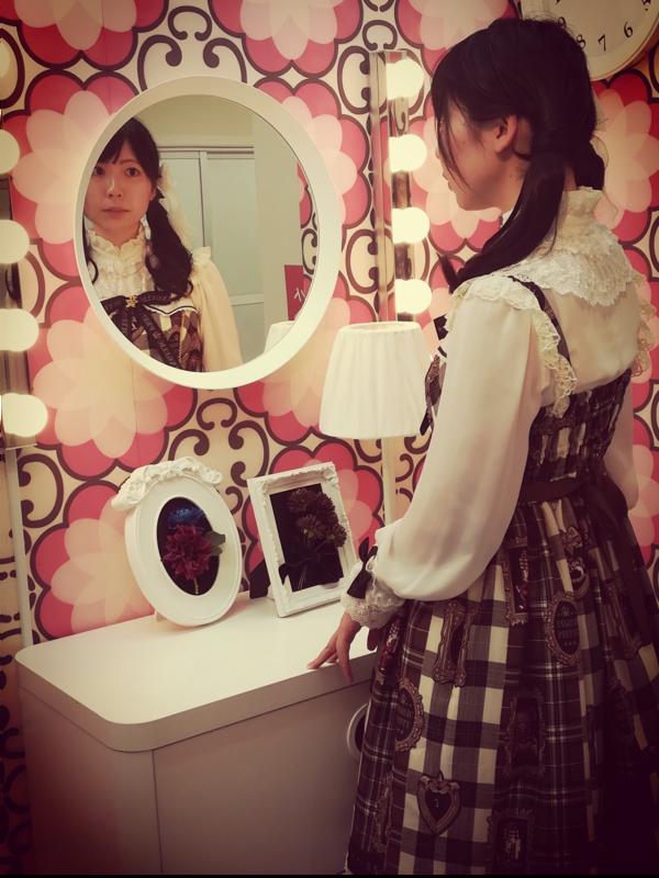 Tomomi's 「Lolita」themed photo (2018/12/21)