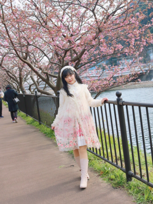 舞's 「Classic Lolita」themed photo (2019/02/12)