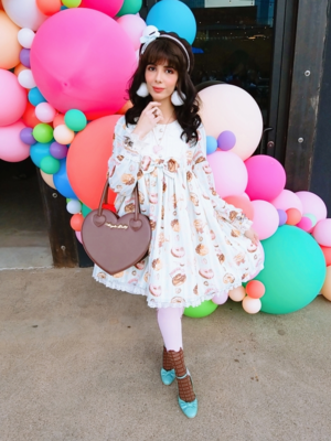 Eugenia Salinas's 「Lolita」themed photo (2019/04/02)