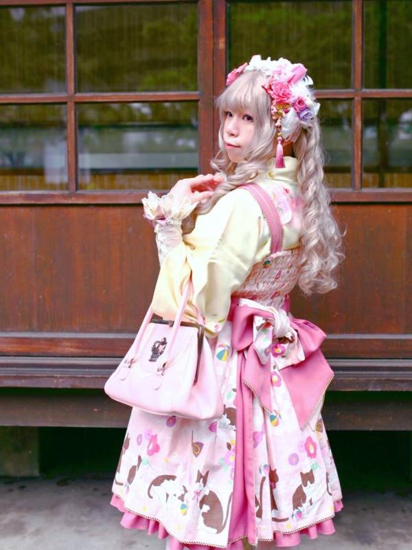 hime's 「Lolita」themed photo (2019/04/09)