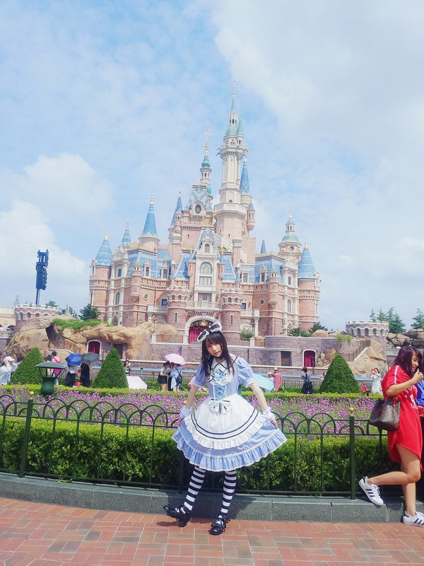 Miyazawasara's 「Alice」themed photo (2019/04/12)