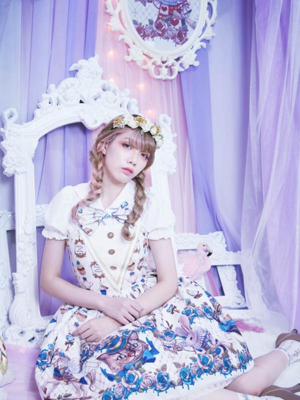SINA's 「Alice」themed photo (2019/04/14)