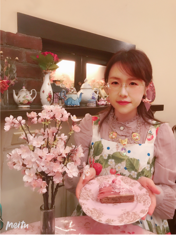 夏妃's 「Lolita」themed photo (2019/05/10)
