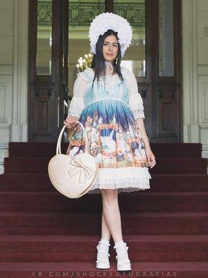 Moon's 「Lolita」themed photo (2019/06/09)