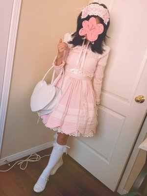 Olivia Nguyen's 「#oldschool #sweetlolita #babythestarsshinebright #btssb」themed photo (2017/06/03)