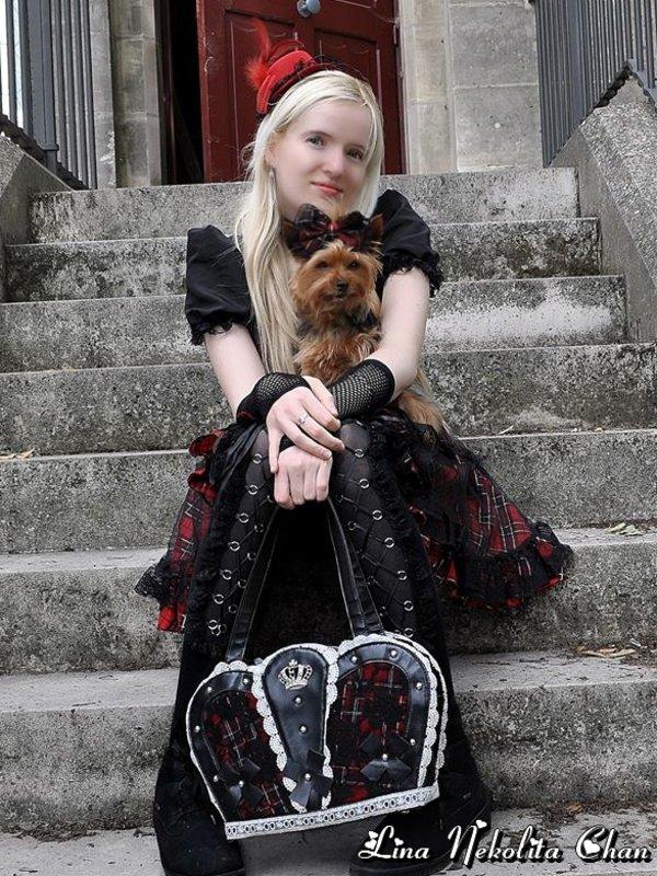 Lina Nekolita's 「Gothic」themed photo (2019/09/06)