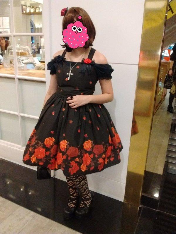 Amy Sharapova's 「Gothic Lolita」themed photo (2017/08/11)
