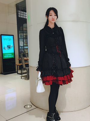 Shiroya's 「Gothic Lolita」themed photo (2017/10/03)