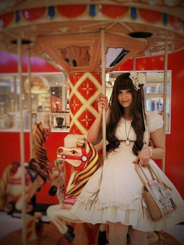 irina's 「Lolita」themed photo (2017/10/17)