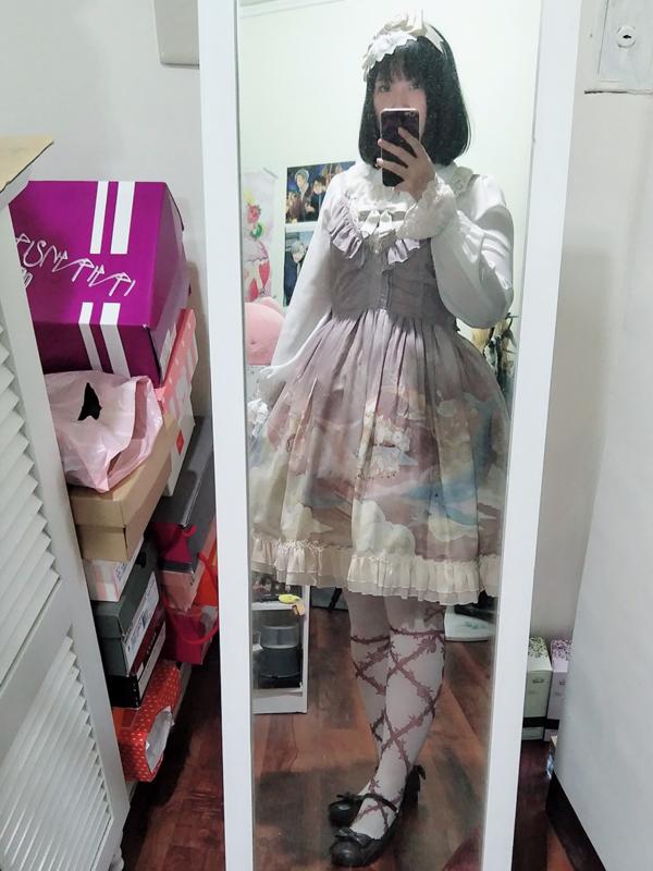 Akine's 「Lolita」themed photo (2017/10/29)