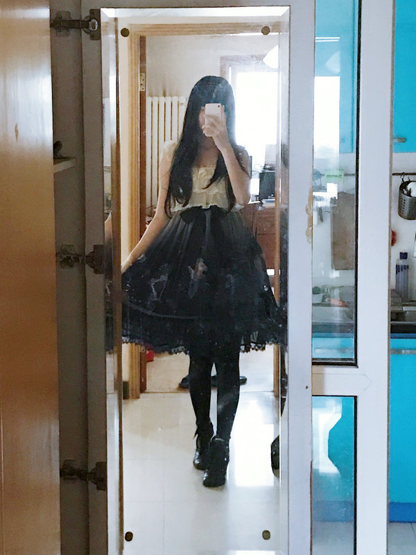 Shiroya's 「Lolita」themed photo (2017/10/30)